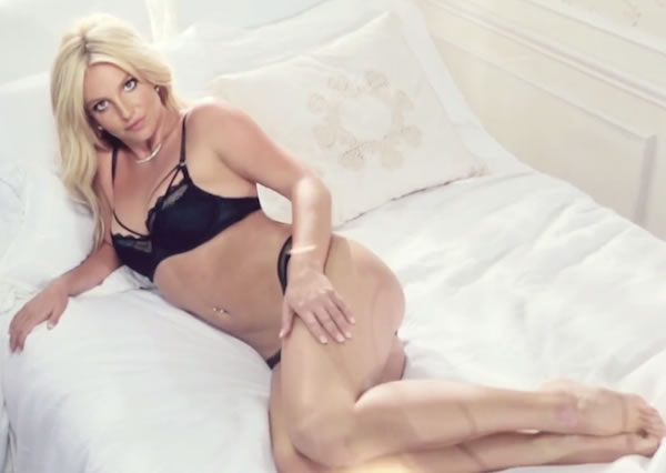 Britney-Spears-Lingerie-Seks-Alemi